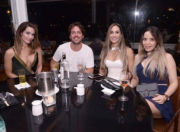 Celebridades jantando dia 24/02 nos restaurantes Amado Soho e Lafayette