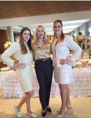 Stephanie Tanure, Sandra Noya, sua mãe e Alexandra Tanure Bulhões sua irmã