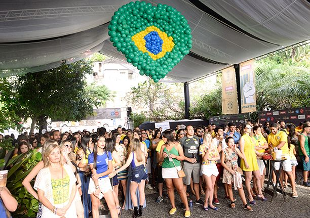 Jogo do Brasil X Suiça organizado por Lícia Fábio no Restaurante Amado, foi sucesso total.Veja as fotos....