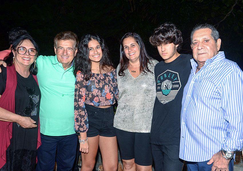 15 anos de Zenildo Rodrigues, filho de Cristiane Uanús Rodrigues e José Nildo Rodrigues no Condomínio Parque Florestal