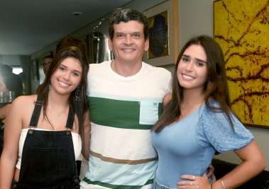 Paulo Lemos entre suas filhas Fernanda e Paulo Lemos em fotos de Valterio