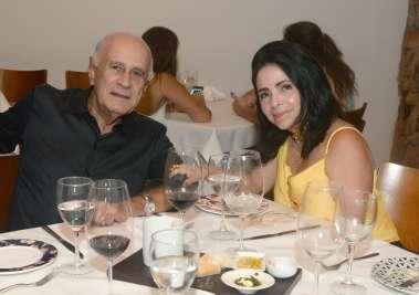 Tina e José Rento Lima jantando no Amado em fotos de Valterio