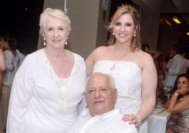 Mathildes e Rui Bacelar com a filha Monica Bacelar Sacramento em fotos de Valterio Pacheco