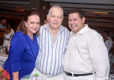 Vera e Eduardo Jorge Magalhães com o comodoro Marcelo Sacramento em fotos de Valterio Pacheco