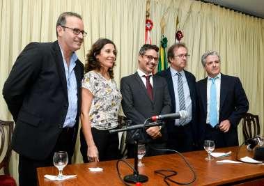 Joaci Góes Filho, Fausto Franco, Nathalie Viegas Cônsul de Portugal, Javier Moro escritor,Gonzalo Fournier Cônsul da Espanha em fotos de Valterio Pacheco.