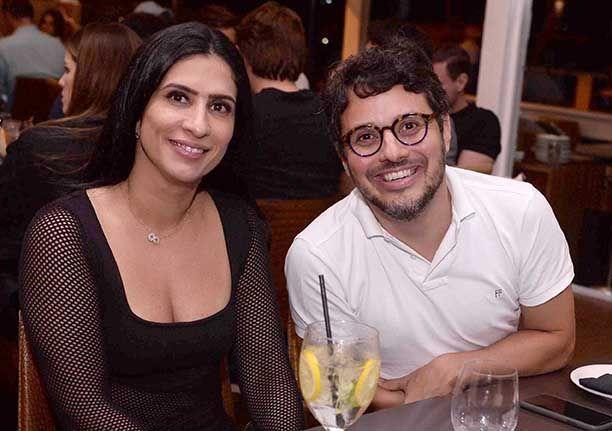Celebridades jantando dia 4 de abril no restaurante Soho da Bahia Marina.Click pra ver mais...