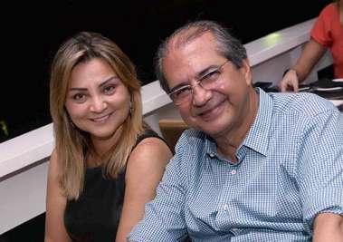 Rosangela e Roberto Sá Menezes janando no Soho em fotos de Valterio