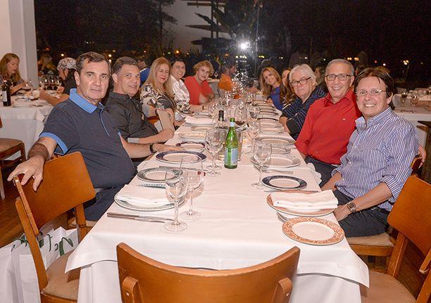 Os restaurantes Amado e Soho superlotaram de  de gente famosa nesta sexta-feira 07 de julho. Veja