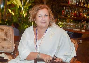 Jornalista Joyce Pascowitch em fotos de Valterio Pacheco janando no Amado