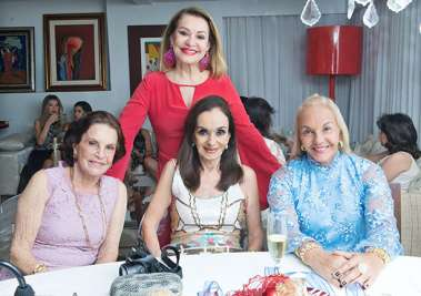 Leninha Pedreira, Verinha Luedy, Inês Brito e em pé Norma Correia em fotos de Valterio