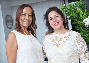 Juíza do Trabalho Dra. Geruzia com a advogada Lilian Oliveira Rosa em fotos de Valteiro