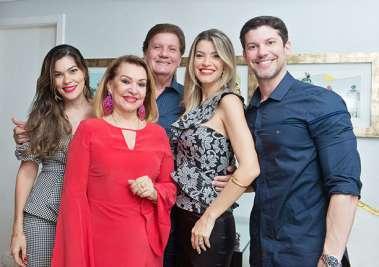 Norma Correia com o esposo Alberto Correia e filhos em fotos de valterio Pacheco