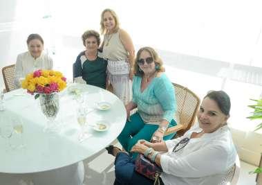 Detinha Quentro, Cária Quastller, Ester Leal, Marita Figueredo e Lígia Spinola