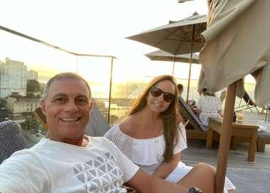 Cristina e Luiz Alberto Barradas Carneiro curtindo o dia dos namorados numa boa