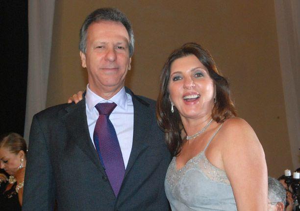 Fred Luz e Tetê ele, o dono da franquia do MC Donalds em Salvador com mais 200 casais de enamorados em seu dia. Clique pra ver todos eles