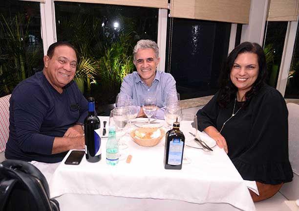 Celebridades almoçando no Alfred Di Roma dia 14/04.Entre elas Gervásio Oliveira. Veja mais...