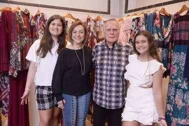 Regina e Buba Weckerle com as netas em fotos de Valterio