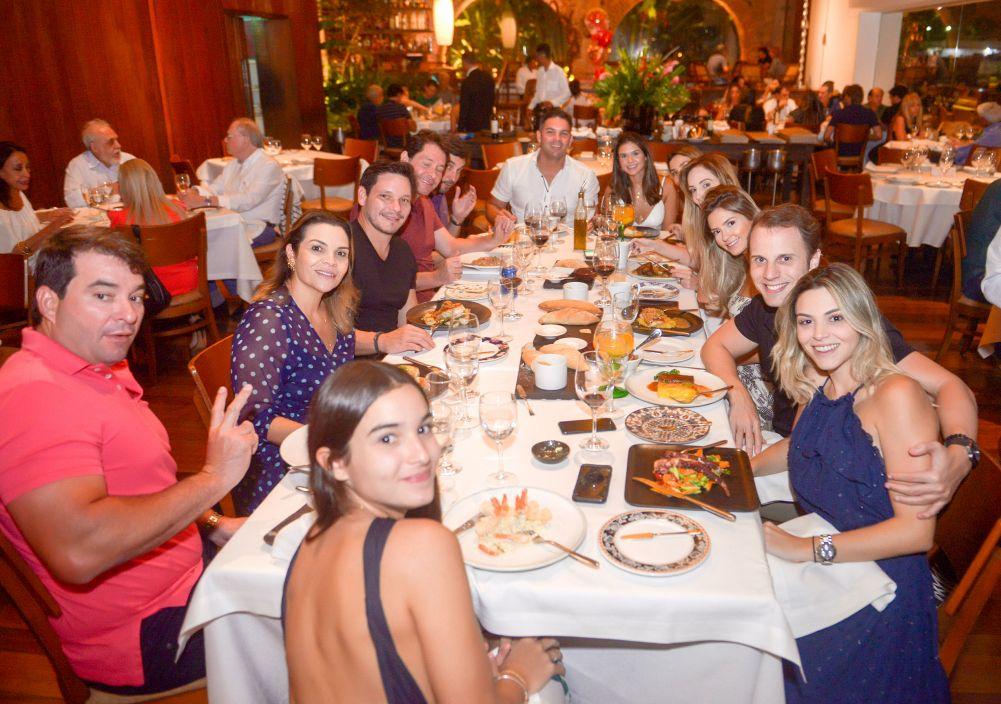Veja quem jantou na sexta feira 15, no Amado e Soho. Ver as fotos...
