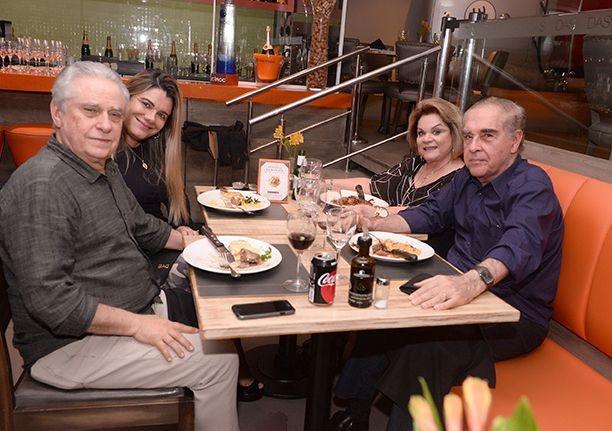 Celebridades jantando no restaurante Das e Lafayette, sexta-feira dia 15 de julho