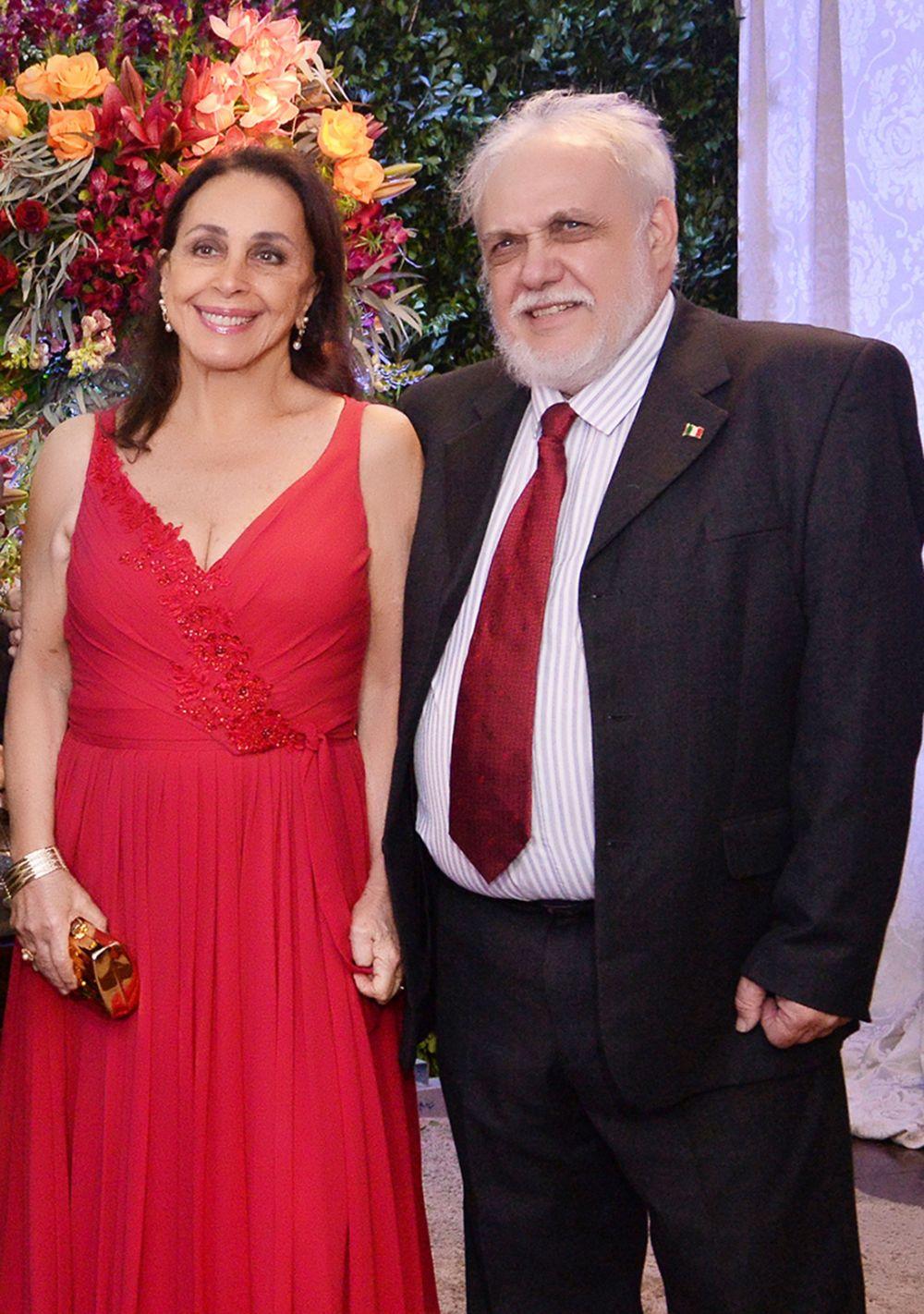 Frances e Giovanni Pisano acabaram de chegar de viagem para alegria de todos nós