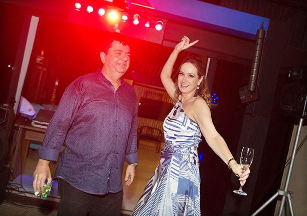 Paulo Vianna realizou uma grande festa com jantar dançante para comemorar seus 50 anos. Veja os convidados