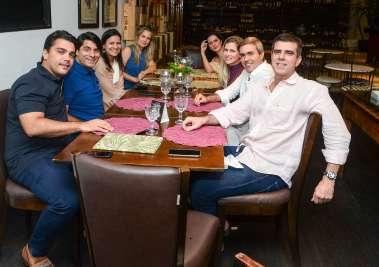 Clique pra ver celebridades jantando dia 25 de maio nos restaurantes Amado e Bistrô Trapiche Adega. Ver mais...