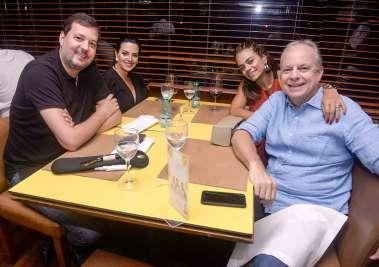 Daniela e Carlos Roberto Lopes, Roberta e Paulo Coelho em fotos de Valterio Pacheco