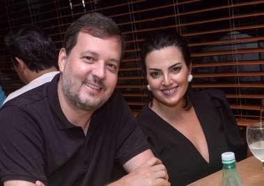 A design de interiores Daniela Lopes Carlos Roberto Lopes  no restaurante Soho em fotos de Valterio