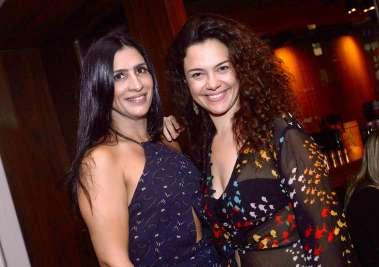 Karina Queiroz do Soho com a atriz golbal Carol Fazu em foto de valterio Pacheco