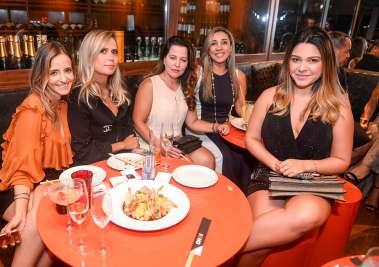 Sandy Najar, Raquel Britto, Elisângela Góes, Lila Moraes e Júnia Pena no Soho