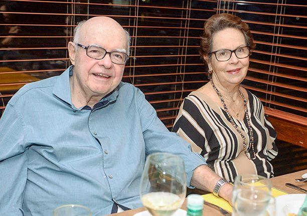 Veja quem jantou sexta- feira dia 31 de agosto no restaurante Lafayette. Click pra ver...