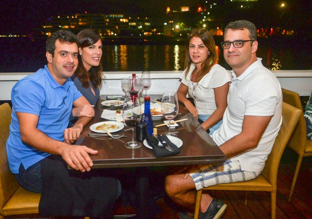 Veja os que jantaram no dia 07 de setembro nos restaurantes Chez Bernard, Soho, e Lafayette