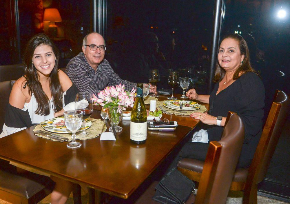 Veja os que jantaram ontem dia 30 de agosto nos restaurantes Amado, Soho, Lafayete, Bistrô Trapiche Adega e Chez Bernard