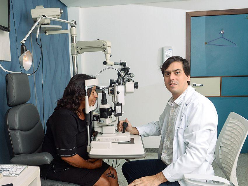 Dr.Adriano Príncipe, um dos melhores oftalmologistas da Bahia, é especialista em inflamação intra- ocular.Click pra ver