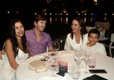 Isadora Cajado, Jorge Araújo, Andrea Cacado e Cláudio Filho o qual comemorou sus primeira Comunhão jantnado no Amado
