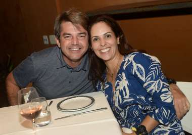 Laura e Yves Grimaldo jantando no Amado de Salvador