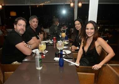 Lara e Ciro Soares jantaram no Soho com Roberto Brito e Sra. e outros
