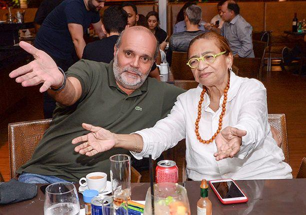 Veja celebridades jantando sábado dia 16 de junho nos restaurante Amado,Soho, Das e Lafayette.Click pra ver mais..