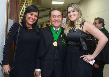 Lúcia e Isabel Souza ladeando o seu pais Dr. Agnaldo Davi de Souza em fotos de Valterio