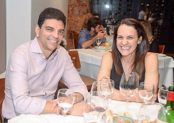 Veja celebridades jantando no Amado dia 18 de agosto. Click pra ver