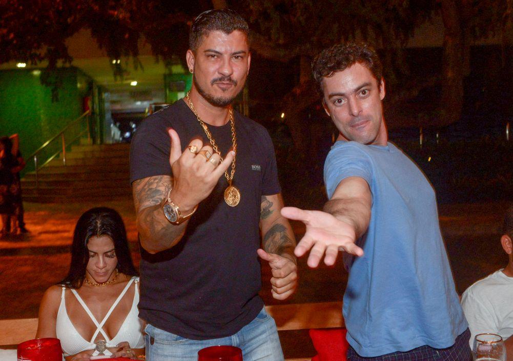 Veja jovens jantando no novo Peefeater(Popup Bar) ontem dia 09/03 na Bahia Marina.Ver mais...