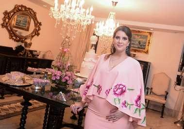 Renata Barreto de Araújo Ribeiro no chá de fraudas da filha Maria Cecília