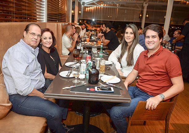 Veja celebridades jantando dia 31 de agosto e 01 de setembro no restaurante Soho. Click pra ver...