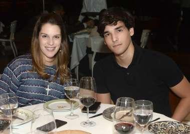 Stephanie e Caio Mattos jantando no Amado em fotos de Valterio