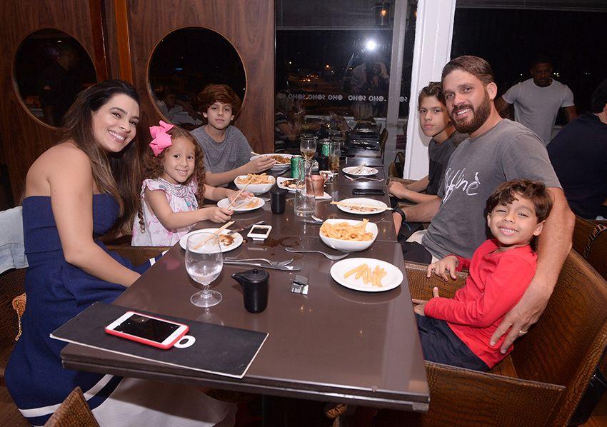 Veja quem jantou ontem dia 20 de novembro de 2018 nos restaurantes Daas e Soho. Clique