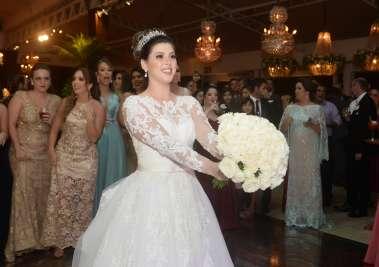 A noiva Fernanda Oliveira em fotos de Valterio