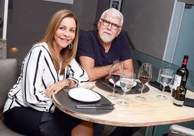 Veja celebridades jantando no Das da Bahia Marina no dia 21 de abril(sábado)