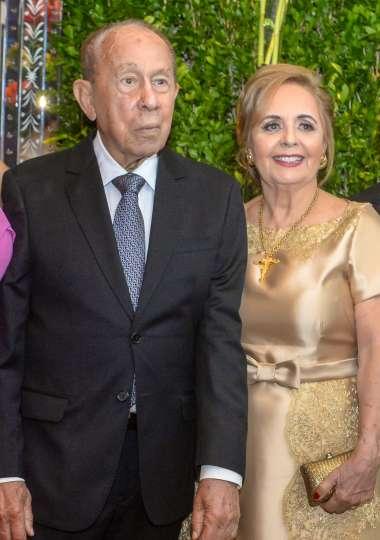 Jaime Coelho na sua festa de 90 ao lado de sua esposa Ester Leal em fotos de Valterio