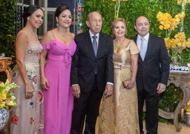 Ester e Jaime Coelho com os filhos Márcia, Jaime Filho e Andrea  em fotos de Vlterio