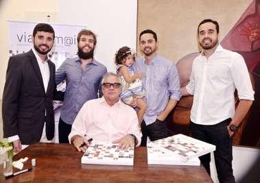 Cláudio Portugal com os filhos André, Marcelo, Pedro e a netinha Luisa